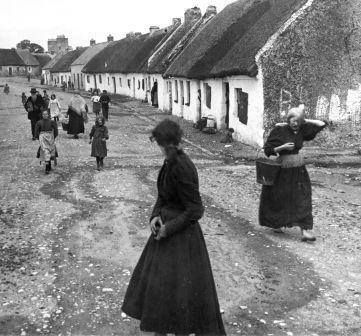 Vllaers Galway 1902 street cottages